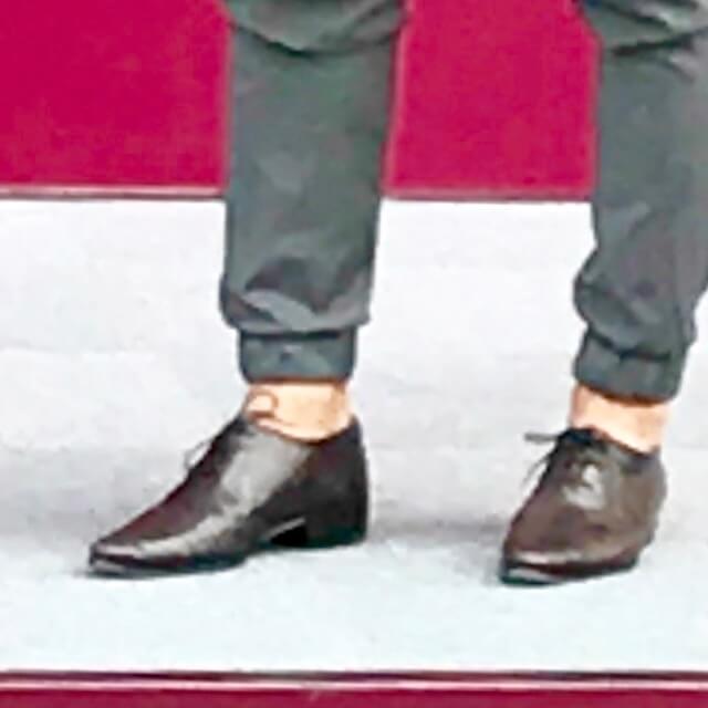 やはり素足に革靴