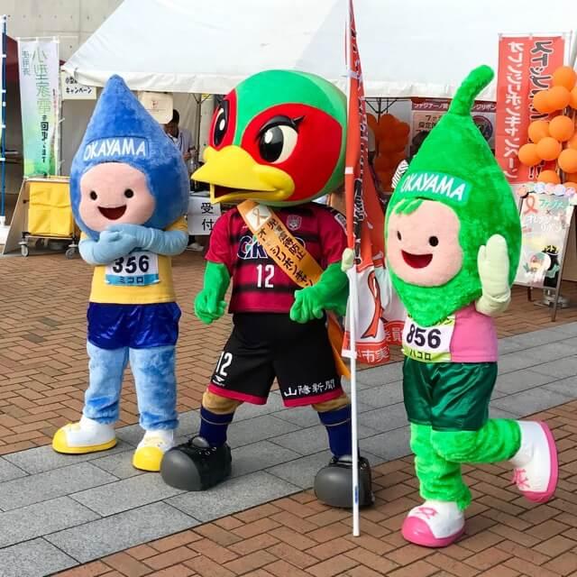 お馴染み「ファジ丸」さんと並ぶのは、岡山市イメージキャラクター「ミコロ」さんと「ハコロ」さん