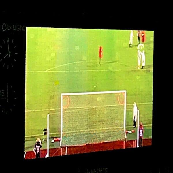 ゴール裏から観たチャレンジの映像。ゴール左右隅にフラフープを設置。